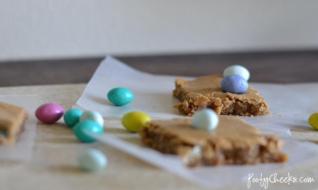 Peanut Butter M&M Blondie Bars
