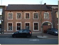 """Munsterbilzen, Perronstraat 20:  Volgens Pierre Diriken, """"Religieus erfgoed in Haspengouw"""", was hier de woning van een kanunnik of ambtenaar van het stift"""