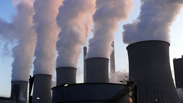 Cooling towers at the Scholven coal-fired power plant in Gelsenkirchen, western Germany, on 16 January 2012. Photo: Patrik Stollarz / AFP
