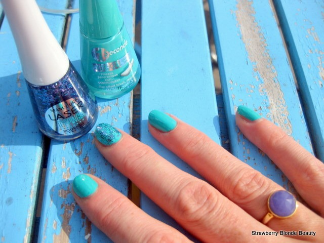 Bourjois-Turquoise-Block Laser-Toppings-Blue-Neon-36-Swatch