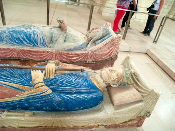 Les tombes d Éleanor d Aquitaine et son époux Henri II d Angleterre Se sont les parents de Richard