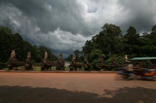 Eine Brücke im Angkor Gelände