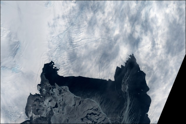 Satellite view of Antarctic's Pine Island Glacier. The glacier 'has started a phase of self-sustained retreat and will irreversibly continue its decline,' says Gael Durand, a glaciologist with France's Grenoble Alps University, told Australian Broadcasting Corporation. Photo: NASA Goddard Space Flight Center