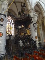 2014.08.03-075 chaire dans la cathédrale des Saints-Michel-et-Gudule