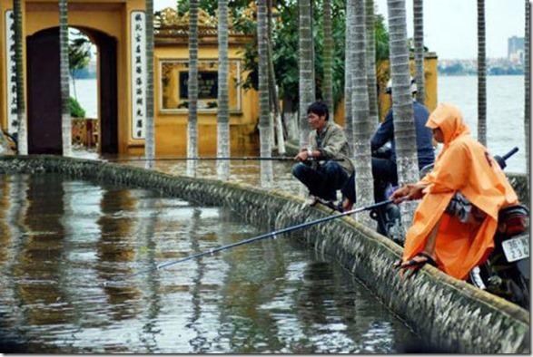 happy-flood-people-49