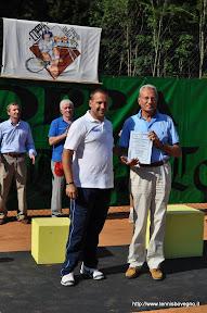 Riconoscimento al 6° presidente: Rocco Mentasti. Ritira il fratello. Consegna Roberto Mineni.