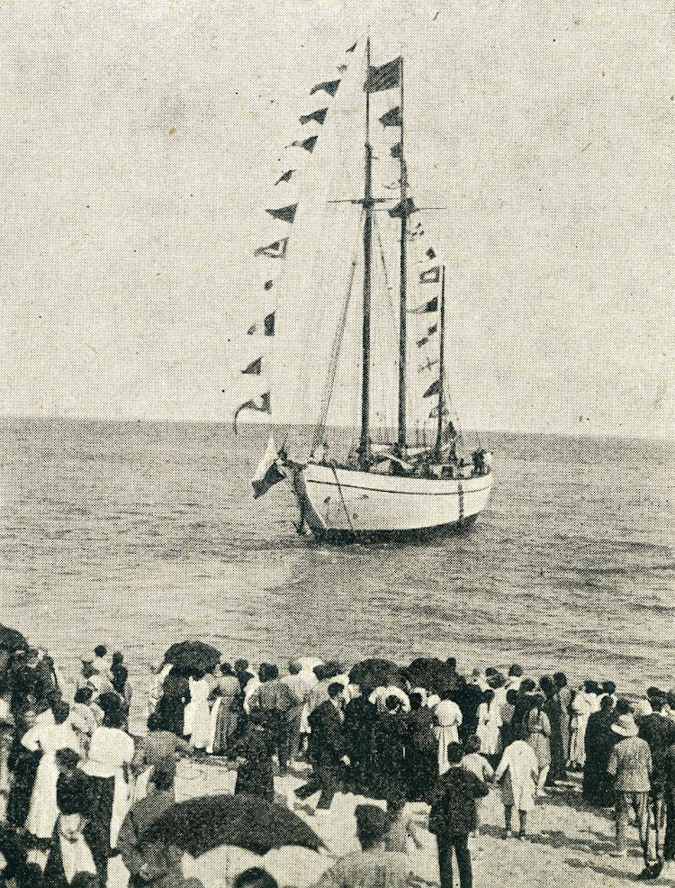 23 de junio de 1.920. Blanes. Momento de la botadura del SABANELL. De la revista Catalunya Marítima. Año 1.920.jpg