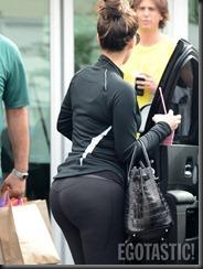 kim-kardashian-wears-leggings-at-body-and-soul-gym-in-miami-11-675x900