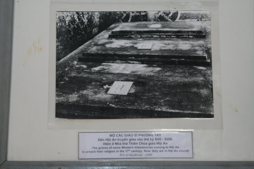 "Photo caption : ""The graves of some western missionaries coming to Hoi An to preach their religion ... now, they are in Hoi An church""... easy to misinterpret?"