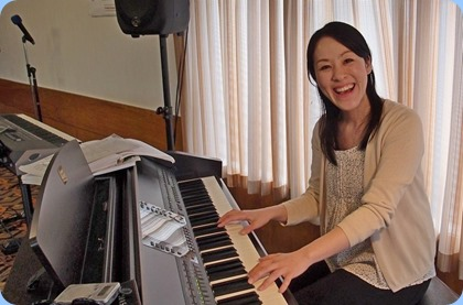 Kuniko Nakatani gave a mini-concert for us on our Clavinova. Kuniko was a member of our Club in 2013 when she spent an extended stay in New Zealand. Kuniko is in Auckland for a week's holiday and kindly agreed to come along and play for her NSOKC music friends. Thanks Kuniko for your wonderful music and enjoy your holiday in NZ! Photo courtesy of Dennis Lyons.
