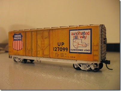 IMG_6245 Athearn  40-foot Grain-Loading Boxcar Union Pacific #127099