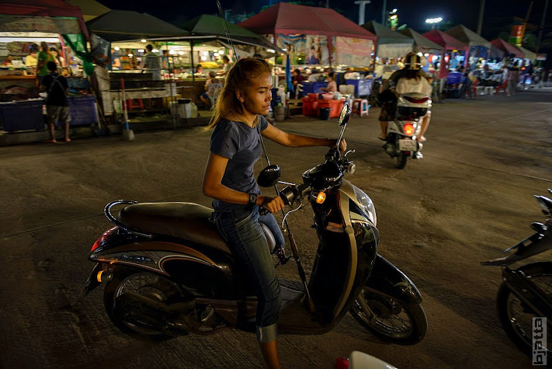 2557_Thailand_Pattaya_Jomtien_Night_market_at_beach-29