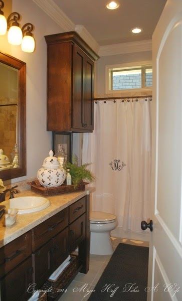 Hallway bath with open storage console
