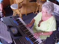 Barbara Powell working the Tyros 5 nicely.