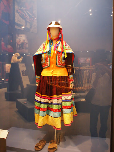 [写真]南米の民族衣装