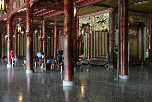 Inside the Thai Hoa walls, a large and peaceful room where photography is forbidden. We're rebels.