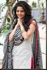 vedhika_cute_photoshoot_pics