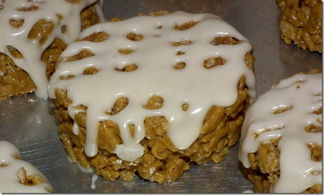 Frosted Cinnamon Roll Rice Krispies Treats