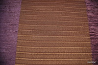 Welurowa tkanina obiciowa w pasy. Fioletowa, brązowa.