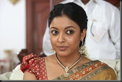 Tanu shree Dutta Spicy in saree1