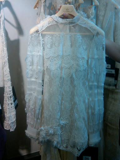 Created by Barcelona designer Yolan Cris this receptionworthy dress has a