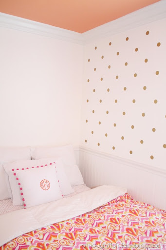 Spectacular  polkadotaccentwall