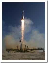 256px-Expedition_21_Lifts_Off