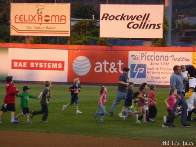 running inthe outfield at B-Mets game
