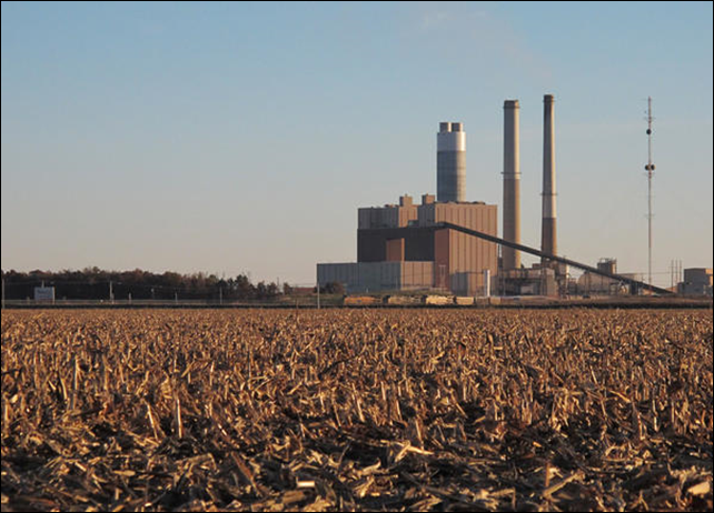 The Ameren Corp. coal-fired power plant outside of Newton, Illinois, burns coal – a legacy the coal industry is trying to protect by pointing out the social benefits of fossil fuels. Photo: Jim Suhr / AP
