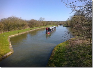 Jannock descends Marsworth locks