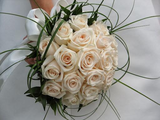 Цветы невесты букет для новобрачной подбирают под стать комплекции для где купить искусственные цветы саратов