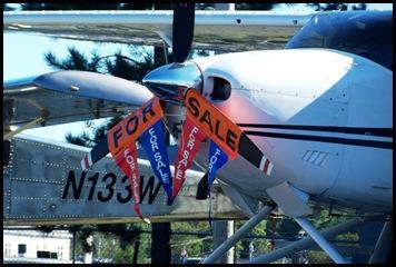 Seaplane fly in 040