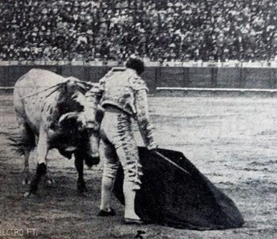 1914-04-21 (p. 4-V ArtTau) Sevilla 3º Belmonte