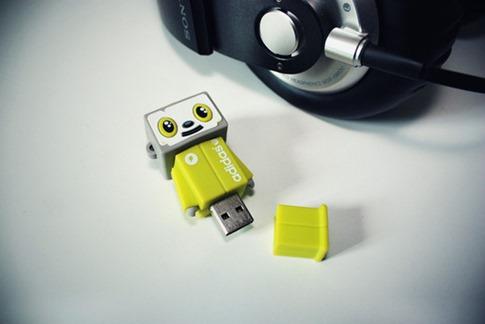 30. USB Adidas
