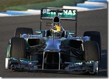 Hamilton con la Mercedes nei test di Jerez 2013