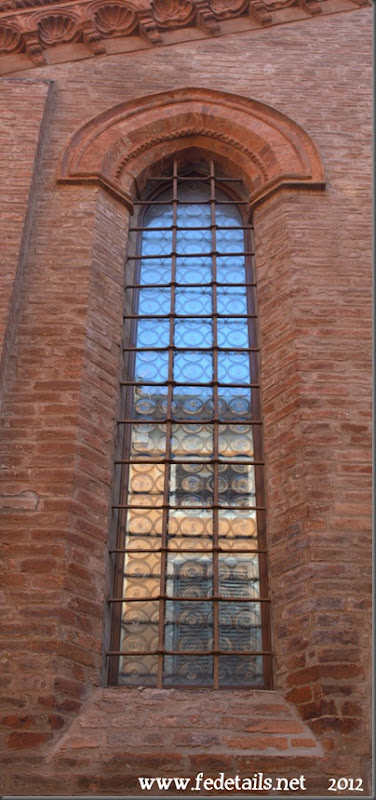 Ex chiesa dei santi Simone e Giuda ( dettaglio finestra ), Ferrara, EmiliaRomagna, Italia - Ex Church of St. Simon and Jude ( window detail ) Ferrara, EmiliaRomagna, Italy - Property and Copyright of www.fedetails.net