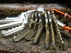 Набор ключей для взлома квартиры