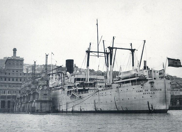 El CABO DE HORNOS atracado en Genova. Foto del libro LA NAVIERA YBARRA.jpg