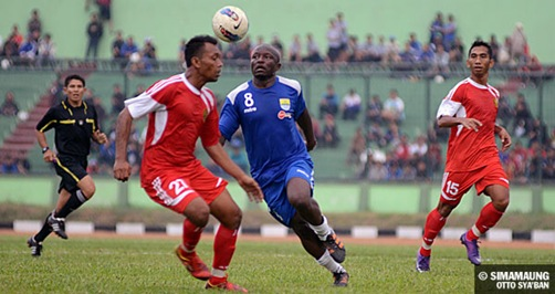 photo-mbida-messi-laga-persib-psad