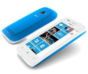 Nokia_Lumia_710_cyan