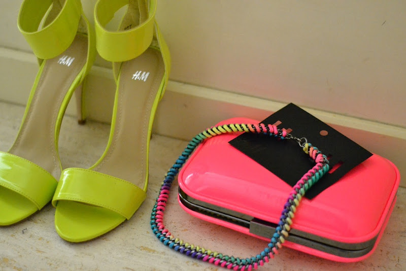 Neon, Neon Necklace, Zara Clutch, H&M sandals, Fashion blogger, Fashion Blog, H&M Neon, Zara Neon