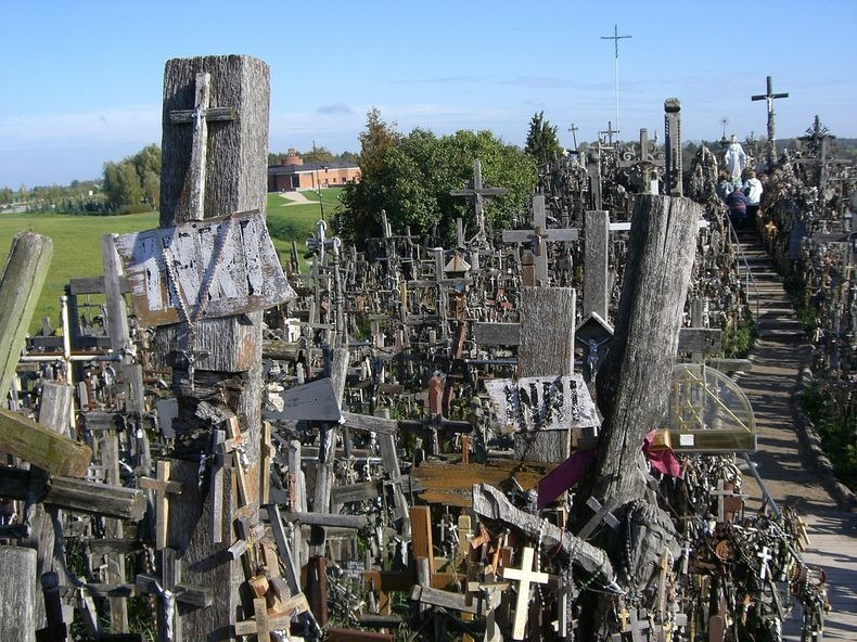 hill-of-crosses-9