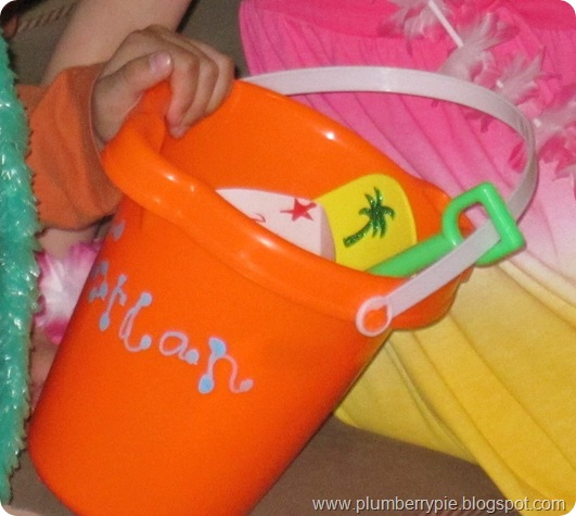 sand bucket goody bag (2)