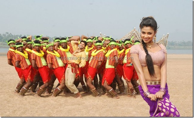 amala-paul-hot-navel-dance-stills-in-vettai