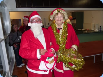 Mr and Mrs Santa Claus bringing Christmas cheer to our members during the refreshments break. Thanks Laurie Conder and Jeanette Beamish for being such good sports and entering into the spirit of our Christmas Club Night.