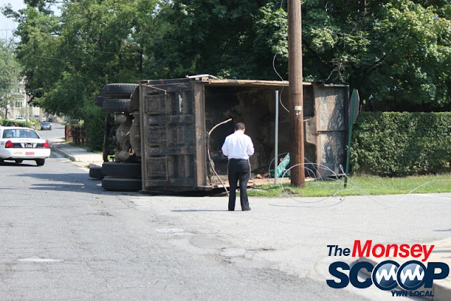 Overturned Truck On Paiken Drive In Spring Valley (Moshe Lichtenstein) - IMG_4451.JPG