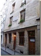 La maison la plus ancienne de Paris est celle dite de Nicolas Flamel, rue de Montmorency (1407).