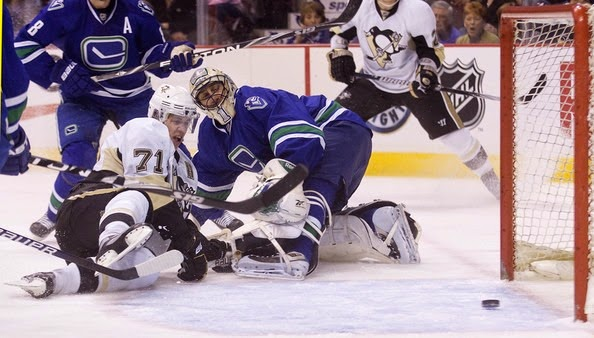 Pittsburgh Penguins v Vancouver Canucks posdLRmVm86l