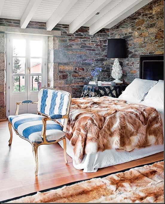 sofa antiguo tapizado en celeste y blanco casa jorge vazquez diseñador