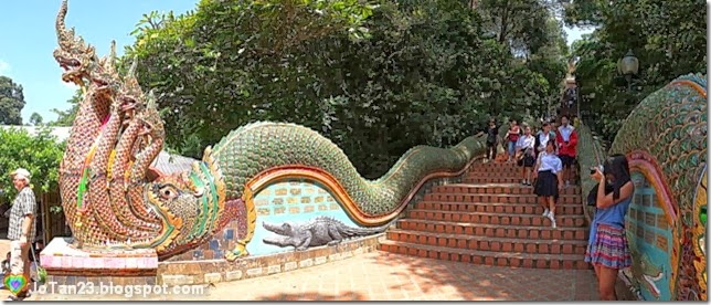 things-to-do-in-chiang-mai-go-to-doi-suthep-temple-stairs